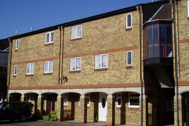 Thumbnail Flat to rent in Calvert Drive, Basildon, Essex