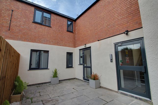5 bed flat to rent in Braunstone Gate, Leicester LE3