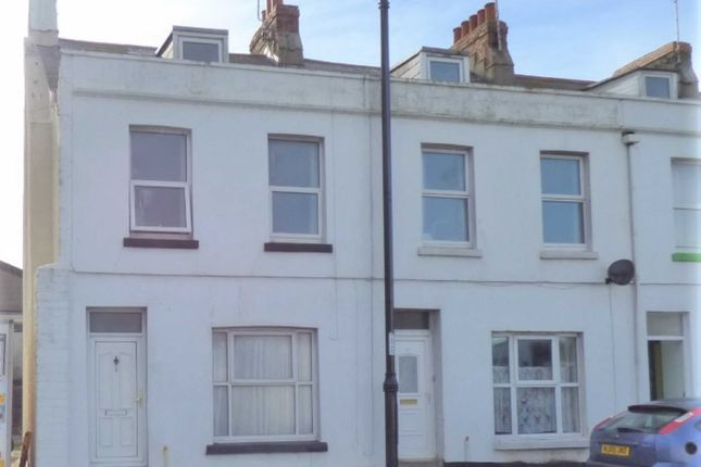 3 bed end terrace house to rent in Victoria Square, Portland, Dorset DT5