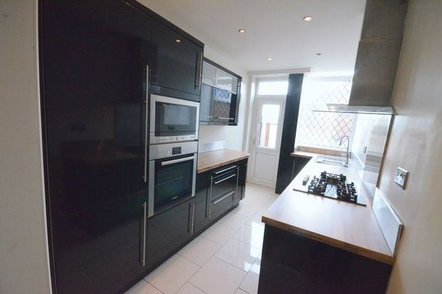 3 bed terraced house to rent in Queens Road, Accrington