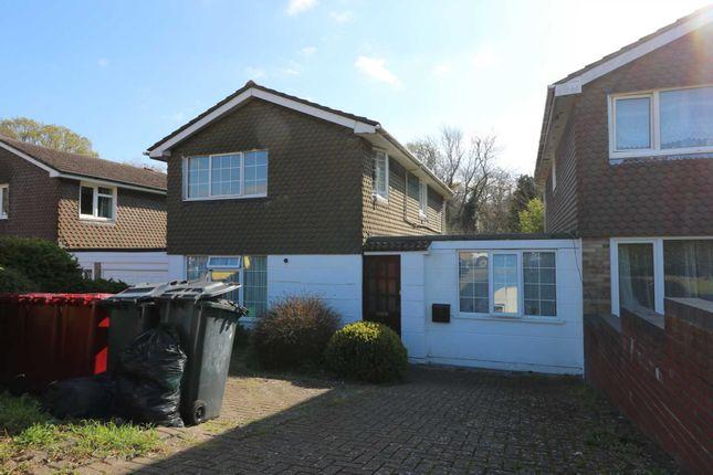 Thumbnail Flat to rent in Savernake Close, Reading