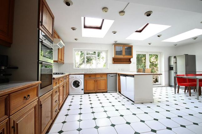 Thumbnail Property to rent in Pleasance Road, London