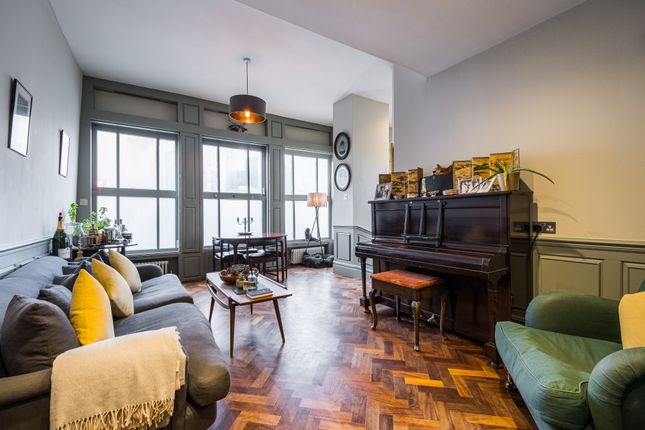 3 bed flat for sale in Crown & Dolphin House, Stepney E1