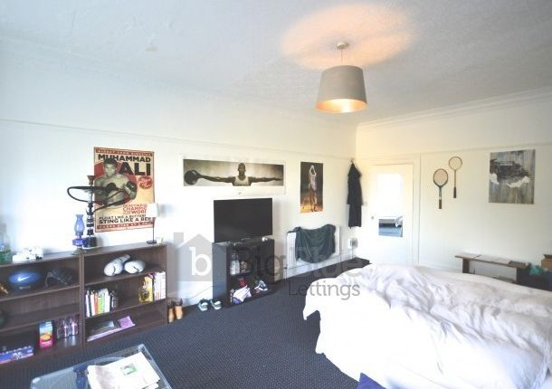 Thumbnail Terraced house to rent in Moorland Road, Hyde Park, Leeds
