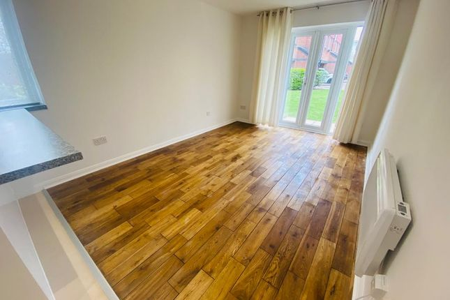 Thumbnail Flat to rent in Frensham Close, Southall, Greater London