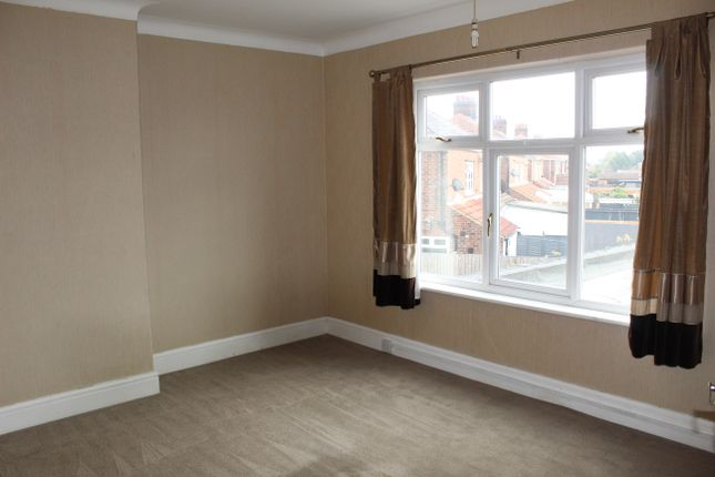 2 bed flat to rent in Carr Lane, Cleethorpes DN35