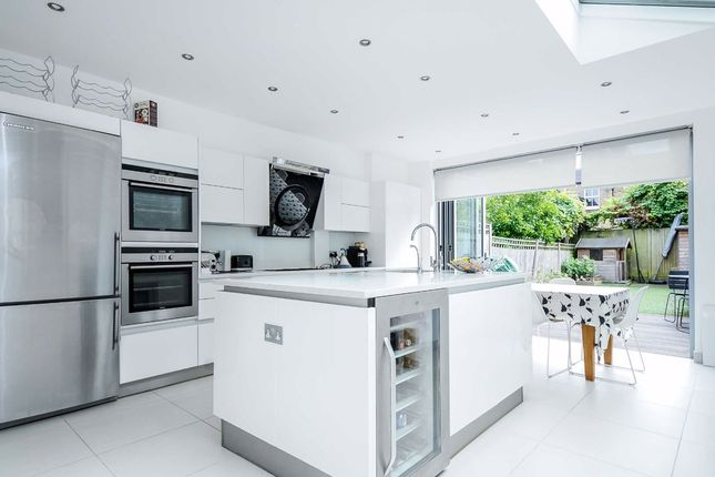 Thumbnail Terraced house to rent in Hydethorpe Road, London