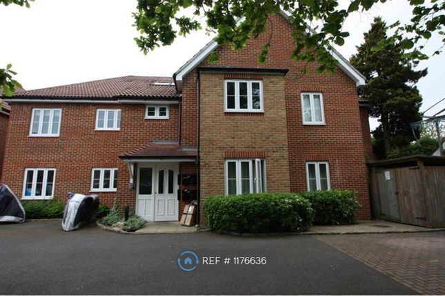 2 bed flat to rent in New Haw, Surrey KT15