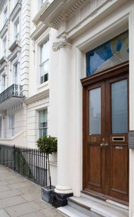 Thumbnail Flat for sale in Princes Square, London
