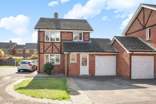 Thumbnail Detached house for sale in Ravenfield, Englefield Green, Egham