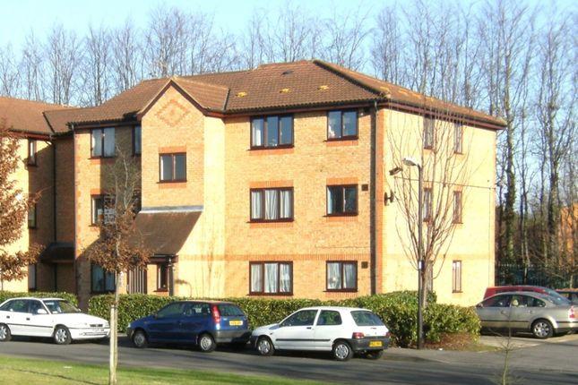 Flat to rent in Walpole Road, Burnham Gate, Cippenham, Slough