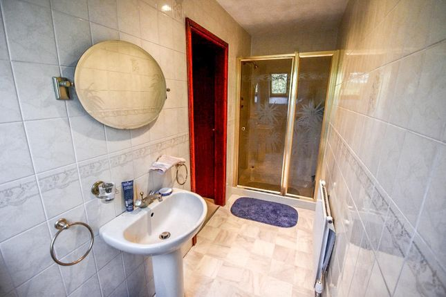 En-Suite One of Lee Fold, Astley, Tyldesley, Manchester M29
