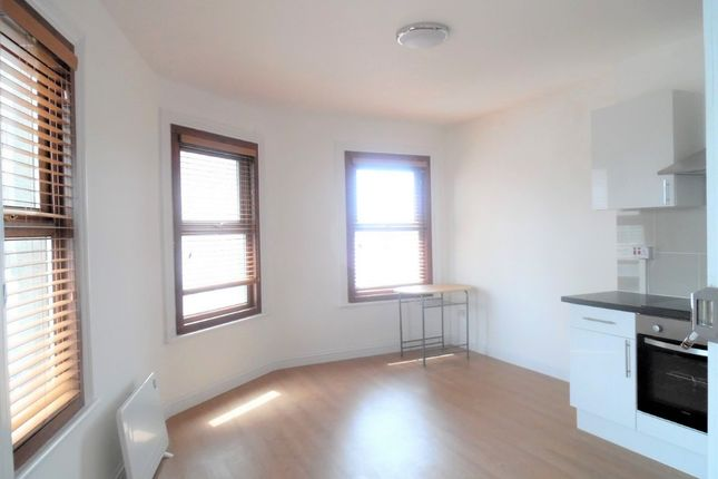 Thumbnail 1 bed flat to rent in High Street, Hounslow