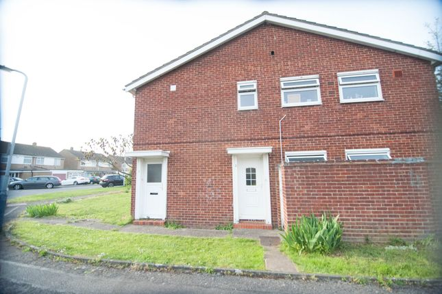 Thumbnail Flat to rent in Cheviot Close, Hayes