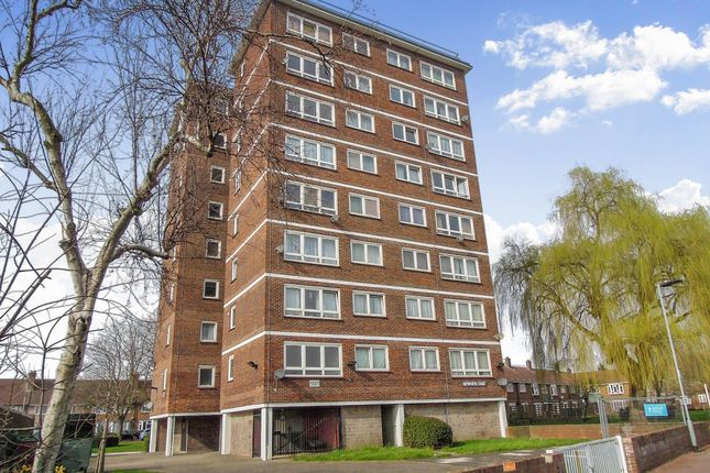 Flat for sale in Hepworth Gardens, Barking