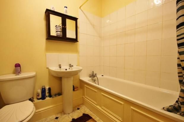 3 bed flat for sale in Portland Road, London