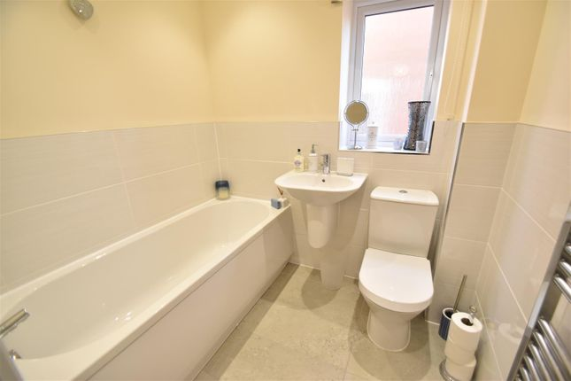 Family Bathroom of Woodedge Drive, Droitwich WR9