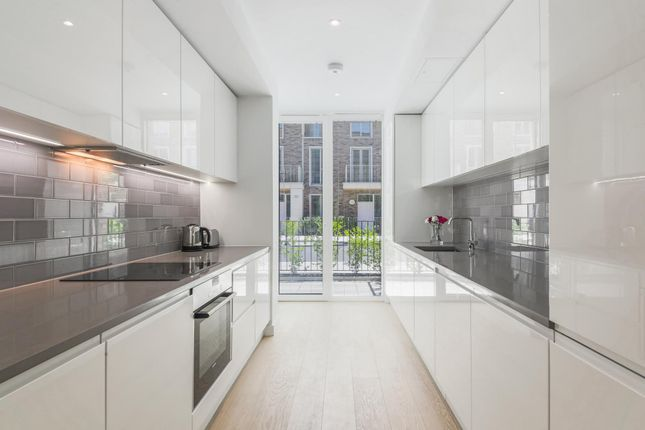 Thumbnail Town house to rent in Starboard Way, Royal Wharf