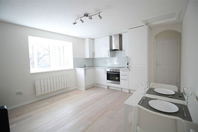 Thumbnail Flat for sale in Gladbeck Way, Enfield, Middx