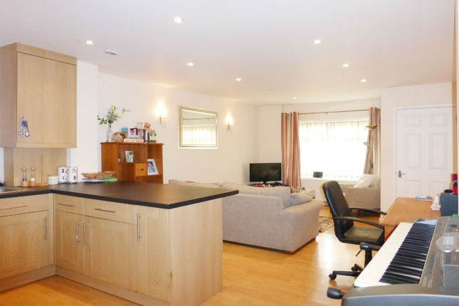 Thumbnail Flat for sale in Bradstocks Way, Sutton Courtenay, Abingdon