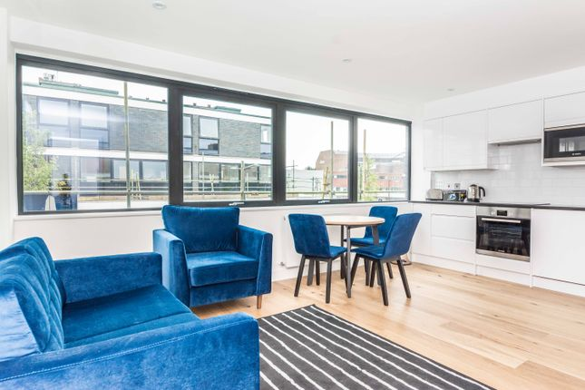 Thumbnail Flat to rent in Eastmead, Farnborough