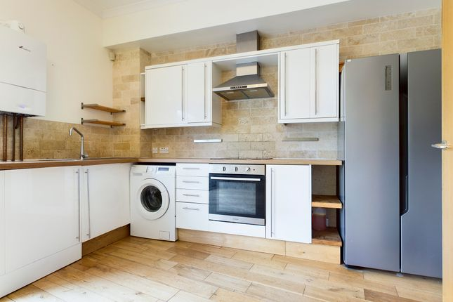 Thumbnail Terraced house to rent in Western Street, Brighton