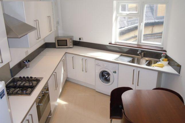 Thumbnail Flat to rent in Kennington Road, Kennington, London