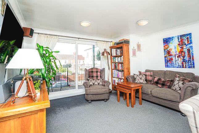 2 bed flat for sale in Bradford Road, Swindon SN1