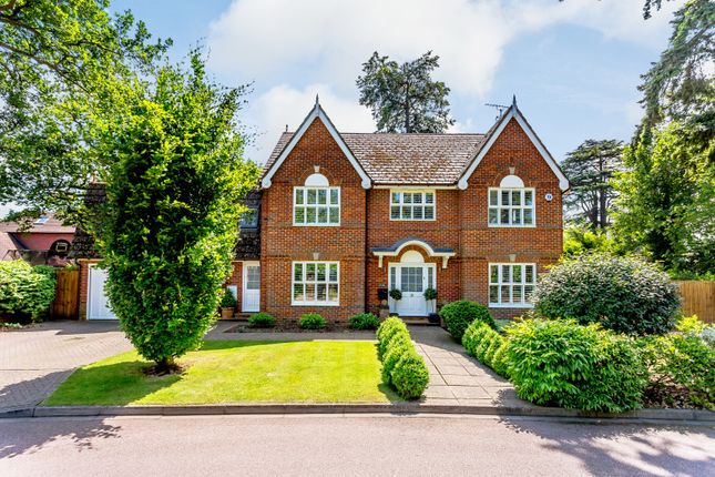 Thumbnail Detached house for sale in The Alders, West Byfleet