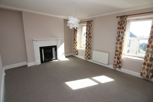 3 bed flat to rent in Charles Street, Milford Haven SA73
