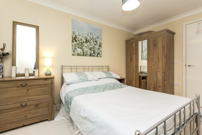 Thumbnail Flat for sale in Heathstan Road, London