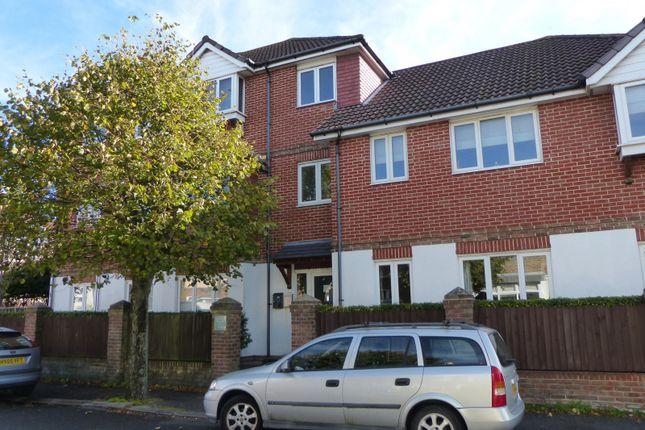 Thumbnail Flat to rent in Ellasdale Road, Bognor Regis