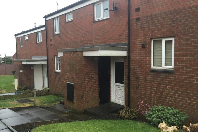 Thumbnail Flat to rent in Kemble Close, Horwich, Bolton