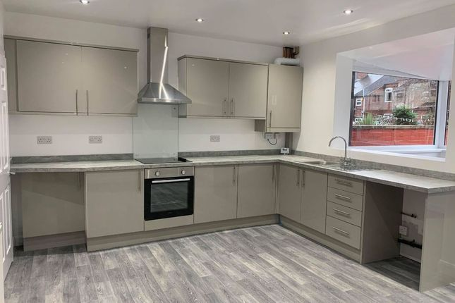 4 bed terraced house to rent in Garden Street, Castleford WF10