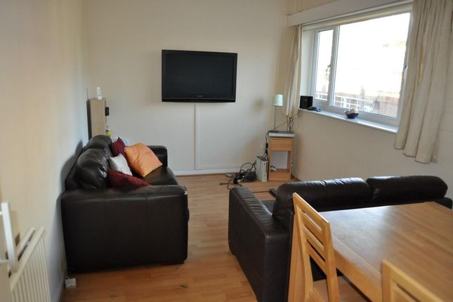 Thumbnail Flat to rent in Hilltop Court, Wilmslow Road, Manchester