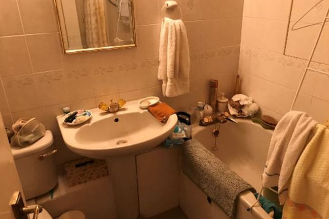 Bathroom.Png of Whitley Close, Stanwell, Staines-Upon-Thames TW19