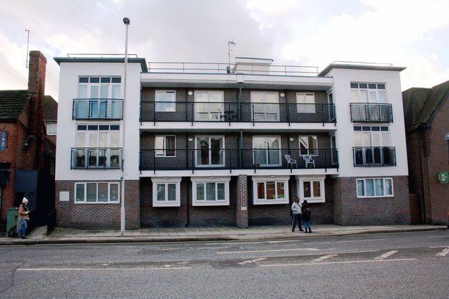 Thumbnail Flat to rent in Denne Parade, Horsham