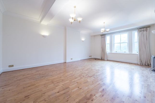2 bed flat to rent in Cromwell Road, South Kensington, Gloucester Road