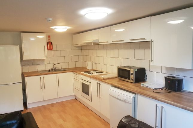 Thumbnail Flat to rent in Flat 1 17 Clifton Avenue, Fallowfield
