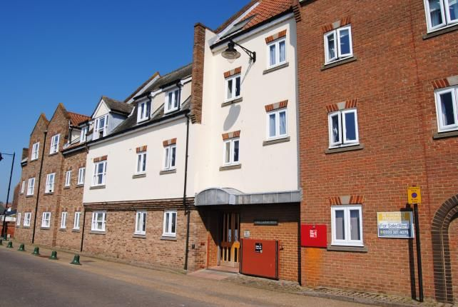 Thumbnail Flat for sale in South Quay, Kings Lynn, Norfolk