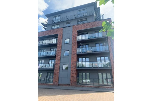2 bed flat for sale in Cable Place, Leeds LS10