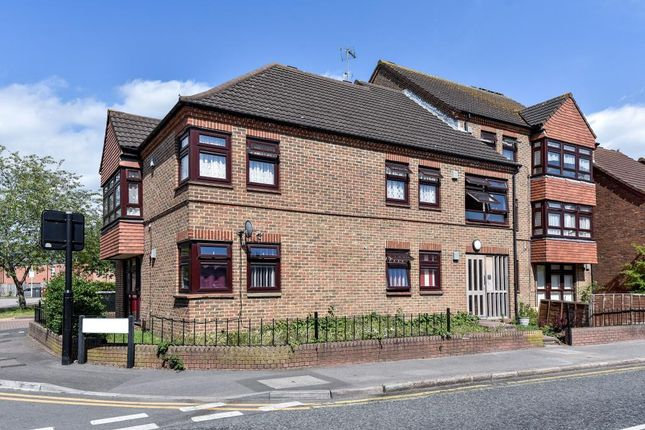 2 bed flat for sale in Slough, Berkshire