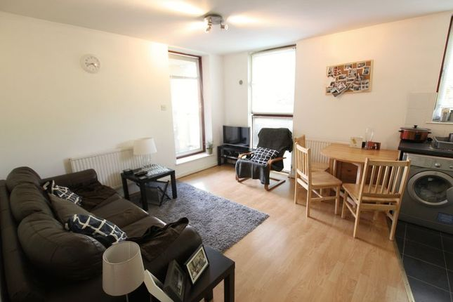Thumbnail Flat to rent in Wapping, London