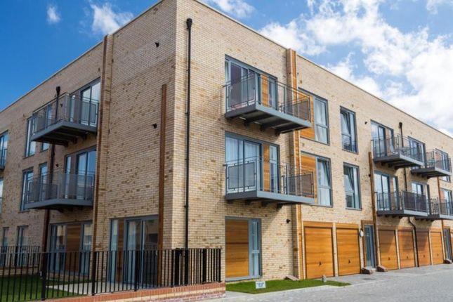 Thumbnail Flat to rent in Spring Drive, Trumpington, Cambridge