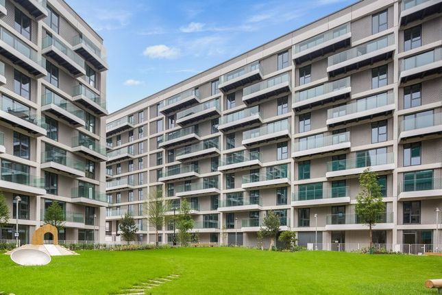 Thumbnail Flat to rent in Fairwater House, London, Royal Wharf
