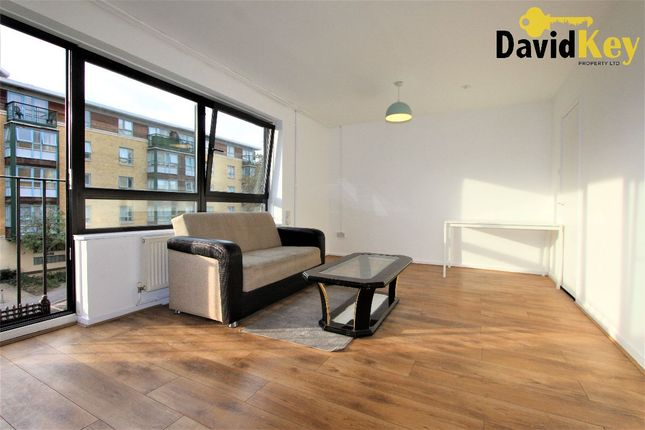 Thumbnail Flat to rent in Queens Drive, London