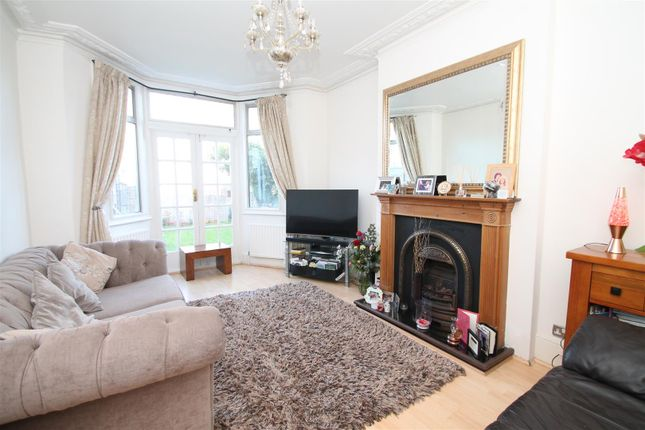Thumbnail Flat for sale in Elmdale Road, Palmers Green, London