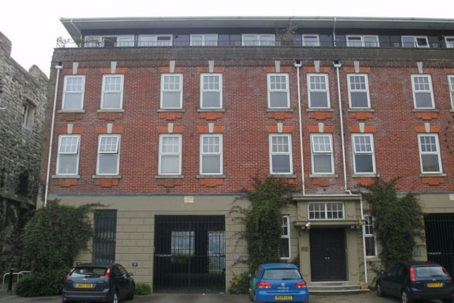 2 bedroom flat to rent in Lower Canal Walk, Southampton