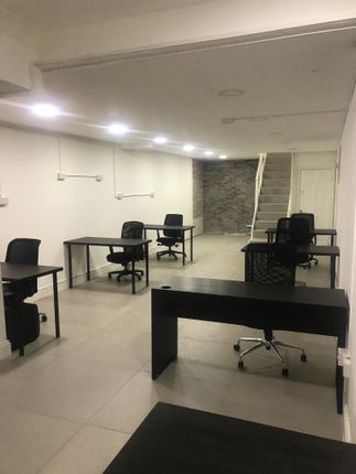 Serviced office to let in York Way, London