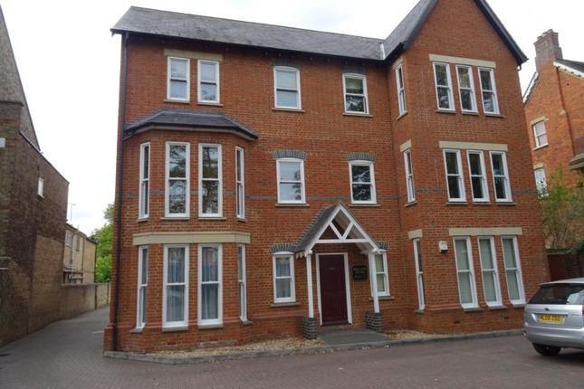 Thumbnail Flat to rent in Holland House, Linden Road